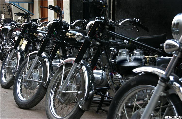 http://danila85.com/livejournal/2009/motorbikes/enfield1.jpg