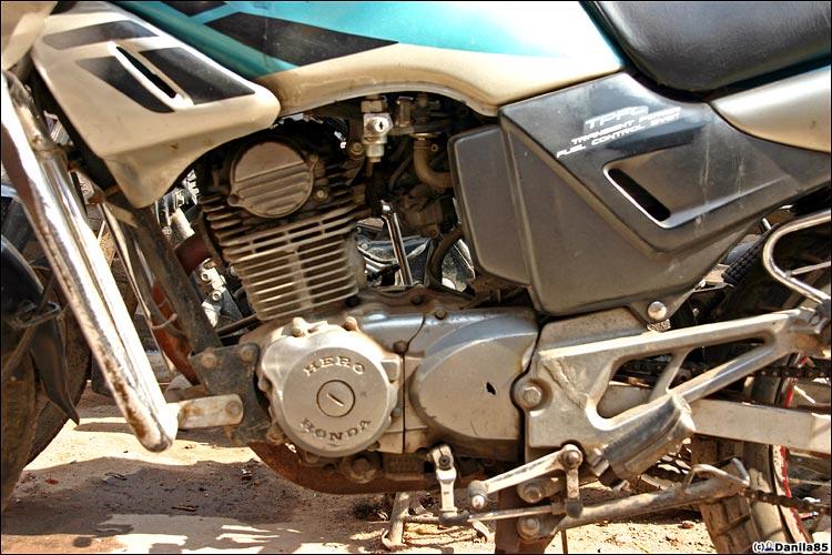 http://danila85.com/livejournal/2009/motorbikes/hero_cb2.jpg