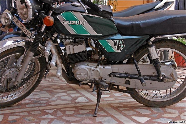 http://danila85.com/livejournal/2009/motorbikes/suzuki_max100.jpg