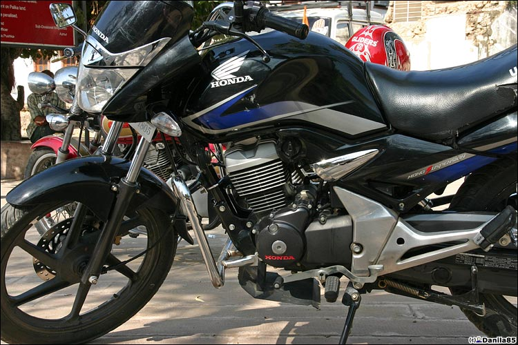 http://danila85.com/livejournal/2009/motorbikes/unicorn.jpg