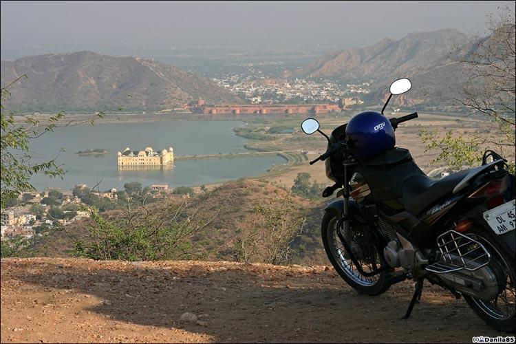 http://danila85.com/livejournal/2009/motorbikes/unicorn3.jpg